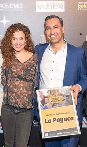 la payuca winnaar gold award, foto met katja schuurman
